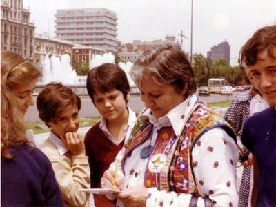 Centenario Gloria Fuertes | 1917-1998 | #gloriafuertes100 | El balcón de Gloria Fuertes | 21/10/2017 | Una de la madrugada en Madrid