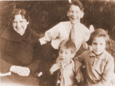 Centenario Gloria Fuertes | 1917-1998 | #gloriafuertes100 | El balcón de Gloria Fuertes | 27/05/2017 | 'Hay pueblos'