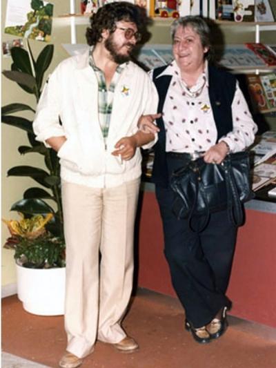 Gloria Fuertes | Poeta y escritora | Madrid, 1917-1998 | El balcón de Gloria Fuertes | Ulises Wensell y Gloria Fuertes | Feria del Libro de Madrid 1979