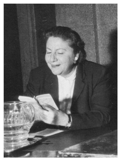 Gloria Fuertes | Poeta y escritora | Madrid, 28/07/1917 - 27/11/1998 | Leyendo sus poemas